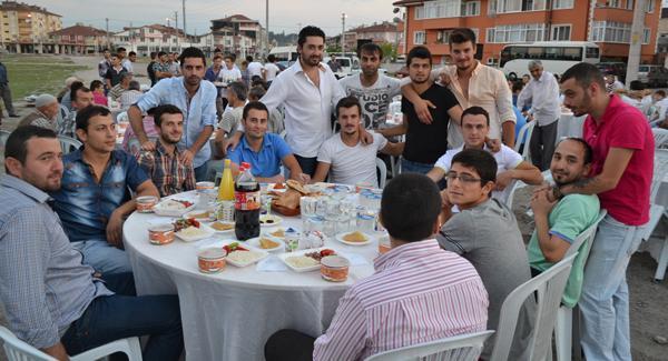 Hacıoğlu gençlerinden örnek iftar daveti