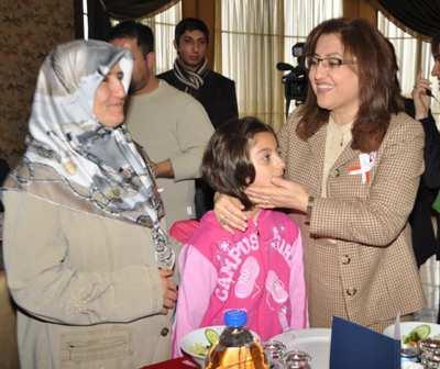 Bakan Şahin, koruyucu ailelerle buluştu