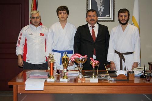 Şampiyon karatecilerden ziyaret