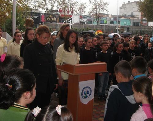 Nuri Bayar öğrencileri Atatürk'ü andı