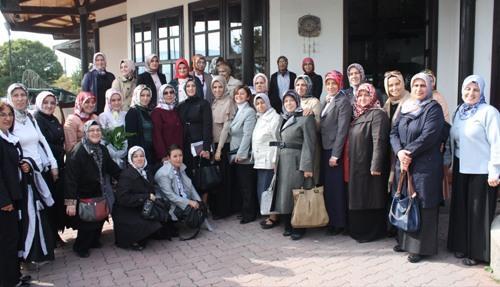 AK Partili bayanlar Geyve'de toplandı