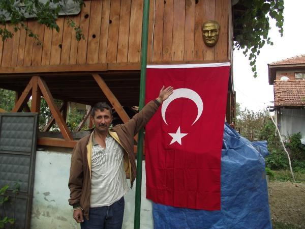 Bahçesine Atatürk Büstü yaptırdı