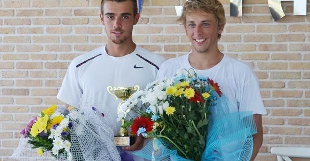 Erkekler tenis turnuvasında çiftler finali yapıldı
