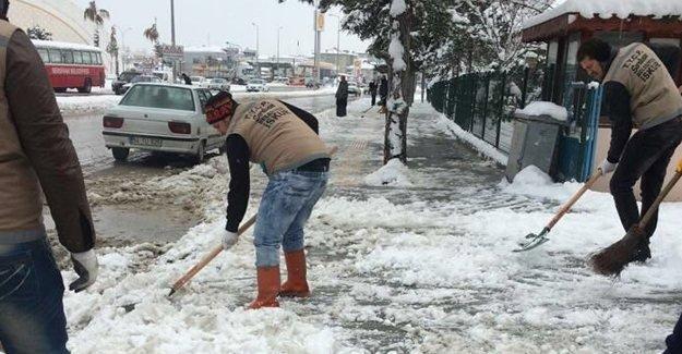 Başkan Alemdar ekiplerle kar nöbetinde