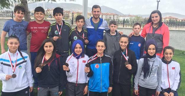 Hendek Belediyesi Karate Takımı 11 madalya ile döndü