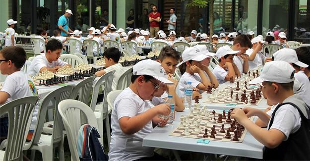 Satranç ve akıl oyunları turnuvası geniş katılım