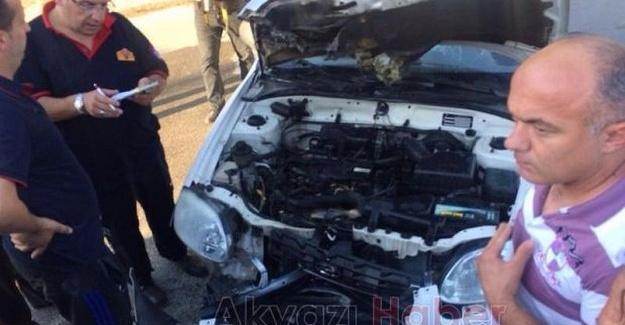 Kamyona çarpan otomobil alev aldı