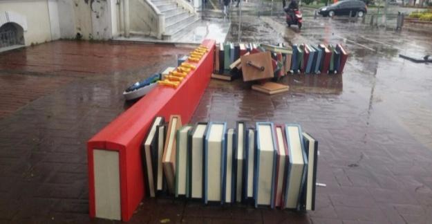 Kitap Sokağı rüzgara yenik düştü