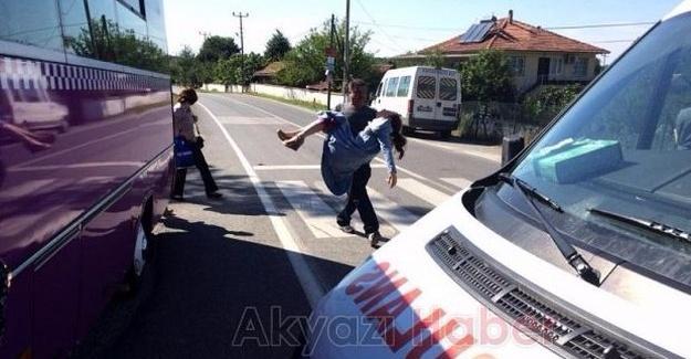 Minibüste fenalaşan genç kız hastaneye kaldırıldı