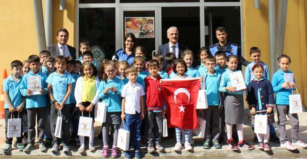 Öğrencilerden Emniyet Müdürlüğü'ne ziyaret