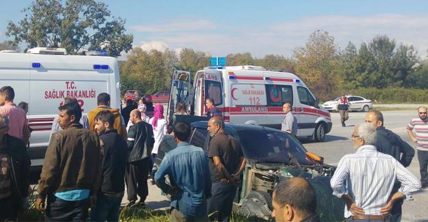 Otomobille kamyon çarpıştı 3 kişi yaralandı