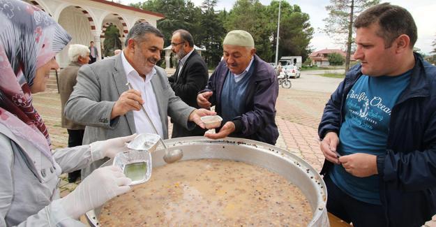 Akyazı Belediyesinden aşure ikramı