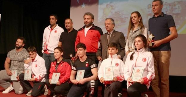 """""""Amatör Spor Haftası Yılın En'leri"""" ödül töreni düzenlendi"""