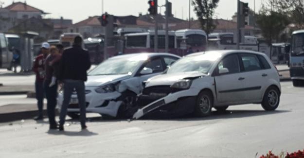 Ofis kavşağında kaza