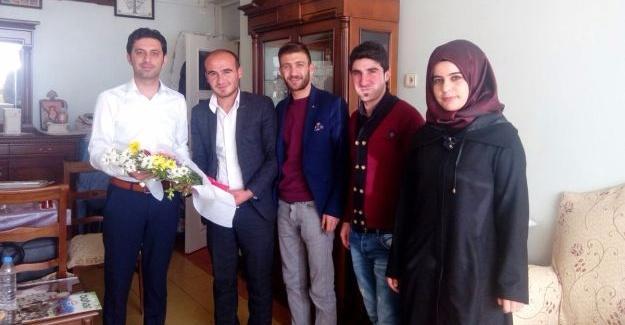 AK Gençler Sur'da Öğretmenler gününü kutladı