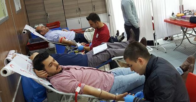 AK gençlik kan verdi