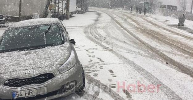 Akyazı'da kar kazaları