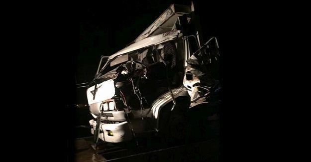 Kamyon ile kamyonet çarpıştı: 1 yaralı