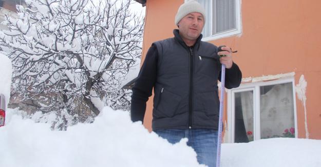 Kaynarca ilçesinde kar kalınlığı 1 metreye ulaştı