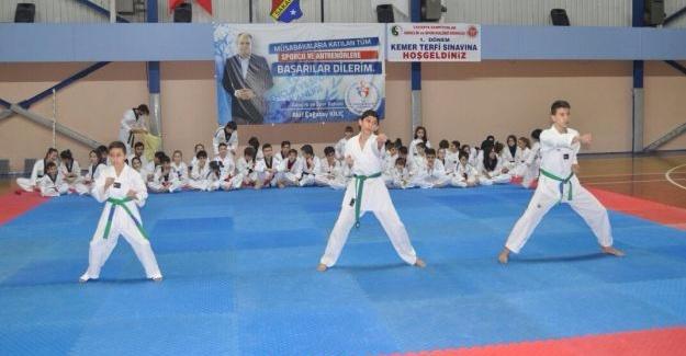 Sakarya'da taekwondo kuşak imtihanları yapıldı