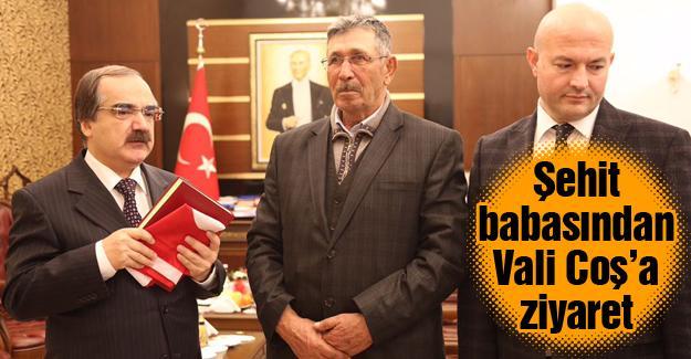 Türk bayrağı ve Kur'an-ı Kerim hediye etti