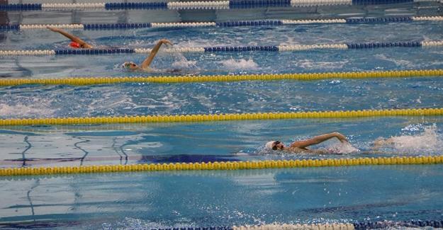 Yüzmede teşvik sevinci