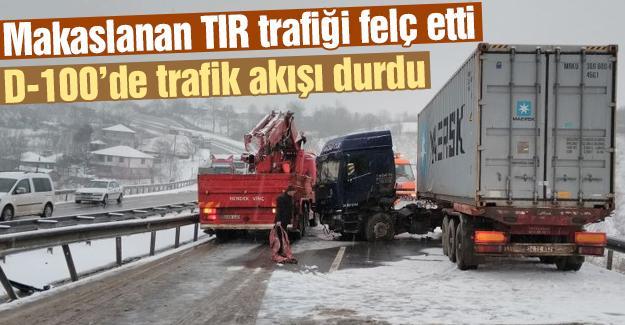 Makaslanan TIR trafiği felç etti