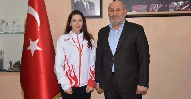 Şampiyon olan Akyüzlü'den Başkan Püsküllü'ye ziyaret