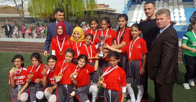 Yıldız Kızlarda Şampiyon Teketaban Ortaokulu