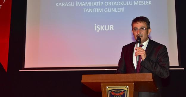 """İŞ-KUR Karasu'da """"Meslek Tanıtım Semineri"""" düzenledi"""