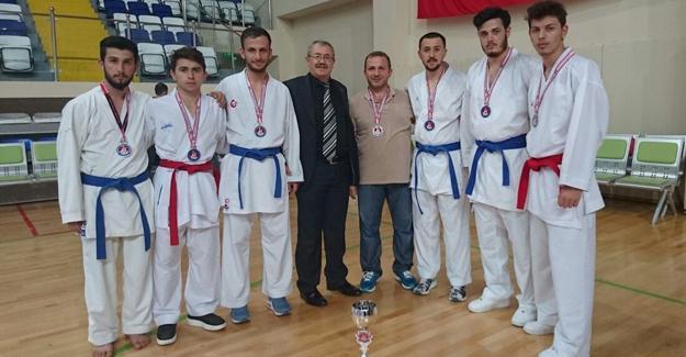 Pamukova Karate Spor Kulübünün büyük başarısı