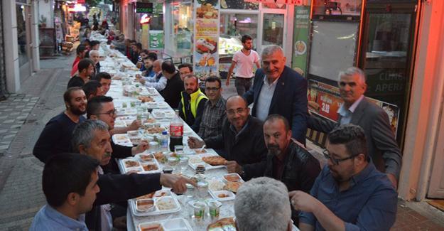 Başkan Keser esnafla iftar yaptı