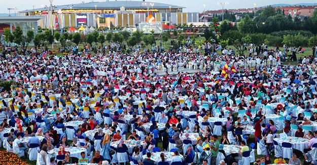 Büyükşehir'in iftarları devam ediyor
