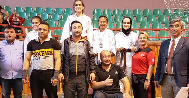 Judocular madalyaları kaptı