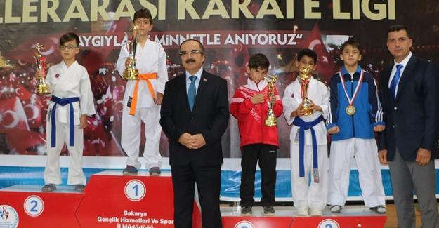 Karateciler ödüllerini aldı
