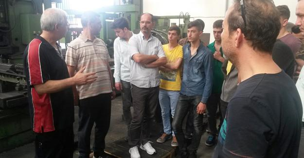 Staj öğrencilerine fabrika gezisi