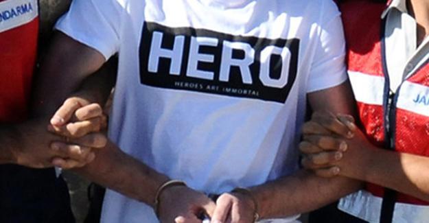 """""""Hero"""" yazılı tişört giyen iki kişi gözaltına alındı"""