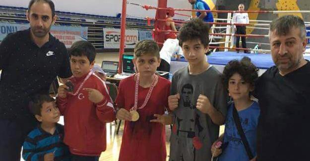 Minik boksörlerin büyük başarısı