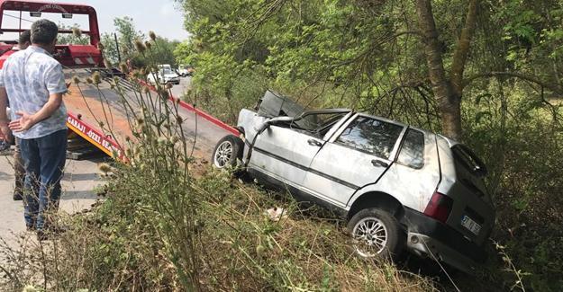 Otomobil su kanalına devrildi! 2'si çocuk 4 yaralı