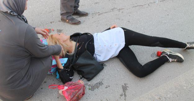 Anne kıza otomobil çarptı