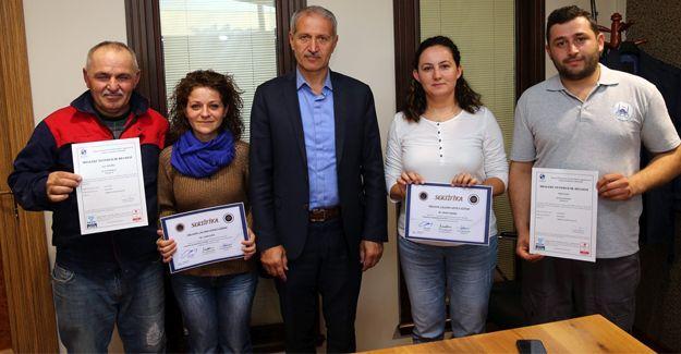 Kursiyerler sertifikalarını Başkan Dişli'den aldı