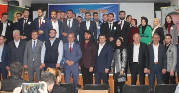 AK Gençlik'ten Karasu'da coşkulu kongre