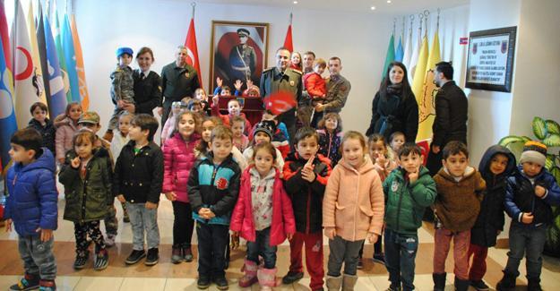 Minikler Jandarma'yı ziyaret etti