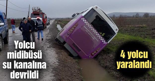 Yolcu midibüsü su kanalına devrildi!  4 yaralı