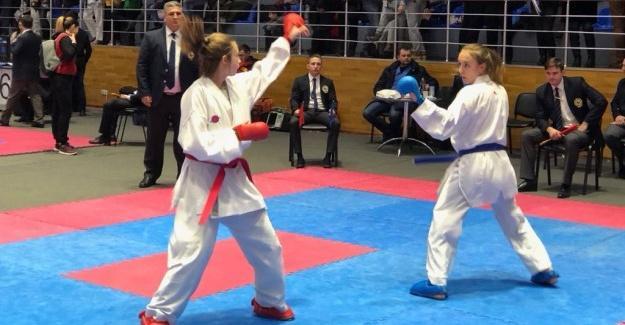 Karateciler Ukrayna'dan madalya ile döndü