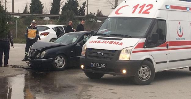 Otomobiller çarpıştı! 1 kişi yaralandı