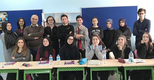 Tes-İş Anadolu Lisesi'nin yabancı dil başarısı