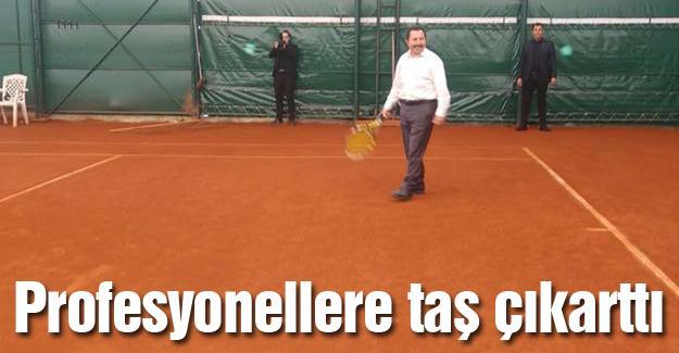 Vali Balkanlıoğlu'ndan Tenis Kulübüne ziyaret