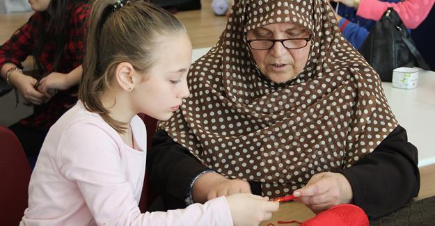 Becerikli Eller Atölyesinin öğrencileri büyükanneleriyle buluştu