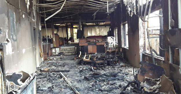 Çıkan yangında iki kafeterya kullanılamaz hale geldi